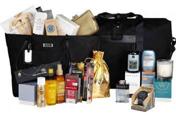 010913-golden-globes-gift-bag-623
