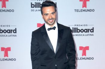 luis-fonsi-bblma-red-carpet-2017-billboard-1548