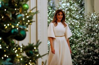 2017-11-27T171034Z_896353722_RC110DFCAA70_RTRMADP_3_CHRISTMAS-SEASON-WHITE-HOUSE.x43795